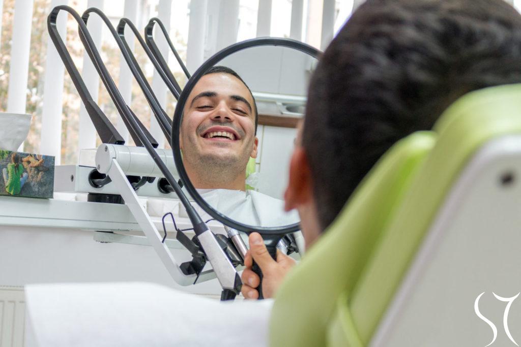 Osmeh pacijenta u ogledalu
